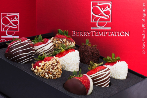 24 Classic Temptation Hand-dipped strawberries