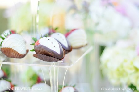 Our stunning wedding berries come dressed for the occasion in hand dipped chocolate, either the bride's white dress, or the groom's black tuxedo.\\n\\n30/01/2015 00:22